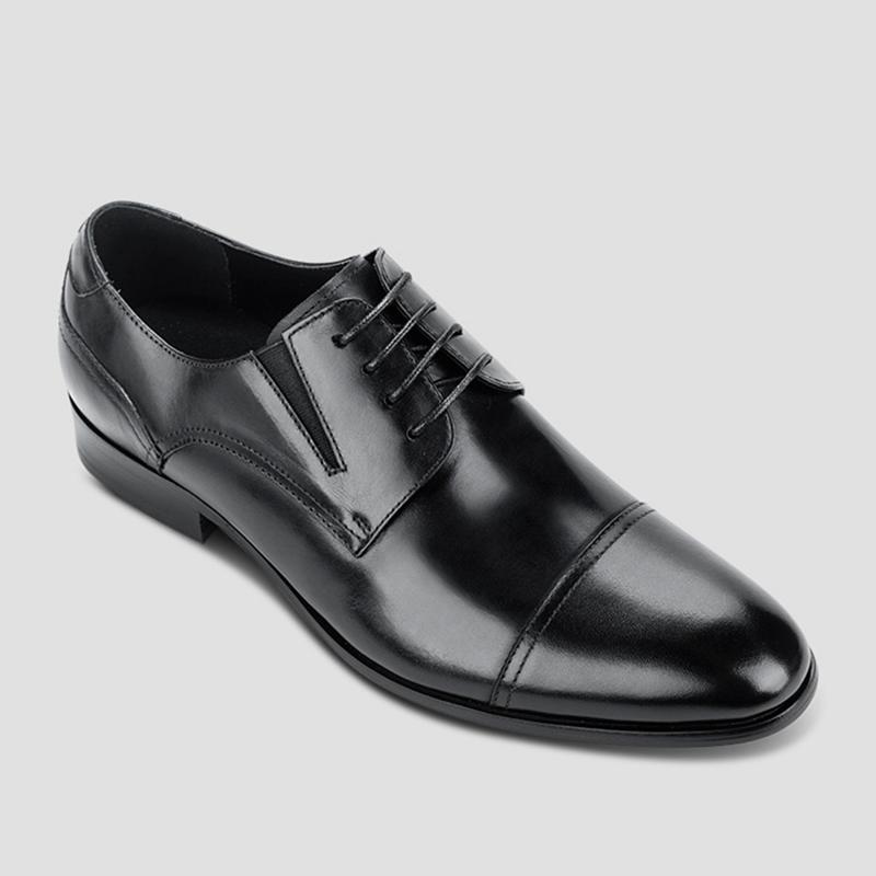 Vệ sinh giày da đen.