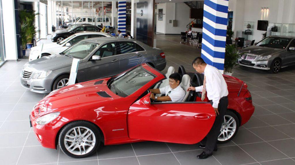 Cần tham khảo kĩ trước khi mua xe ô tô mới.