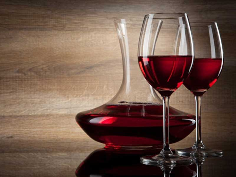 Rượu vang có tác dụng chống lão hóa.