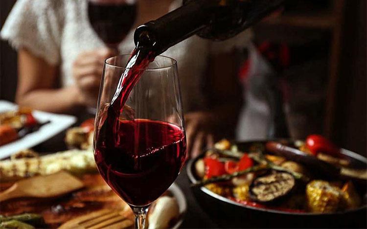 Tác dụng của rượu vang với hệ tiêu hóa.