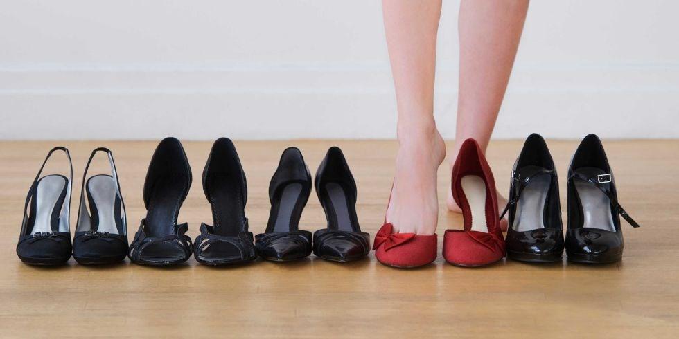 Không nên tặng bạn gái giày dép.