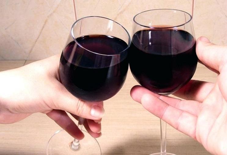Thư giãn là tác dụng rất tốt của rượu vang.