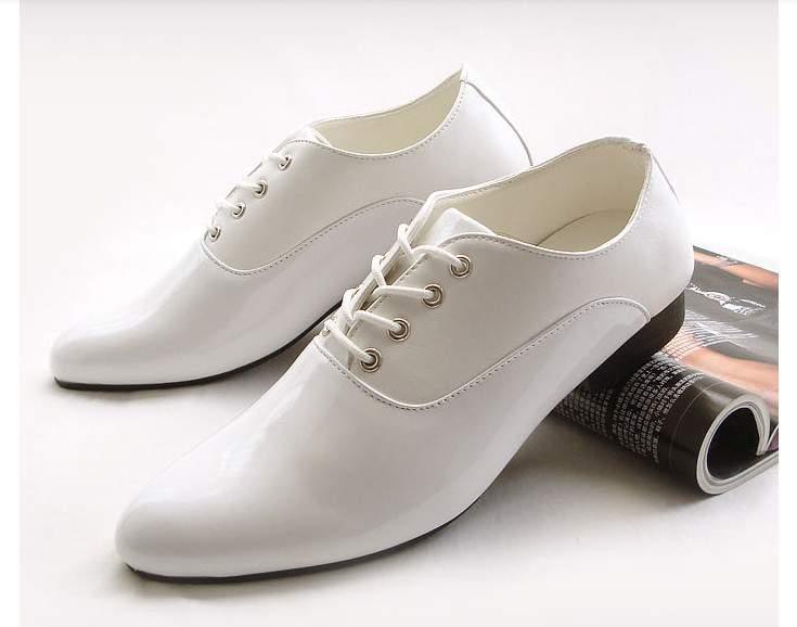 Cách vệ sinh giày da đen trắng đúng nhất.