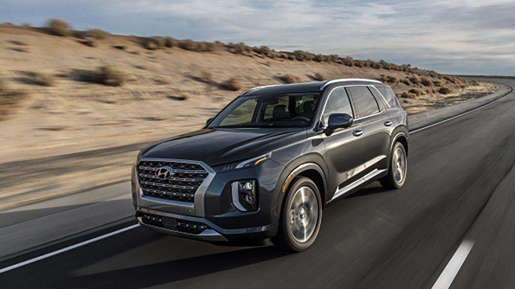 Đầu xe Hyundai Palisade 2020 thiết kế bộ tản nhiệt mạ Crom bóng bẩy.