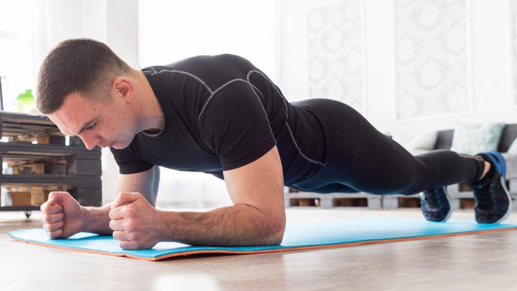 Plank là một trong những bài tập fitness cơ bản.