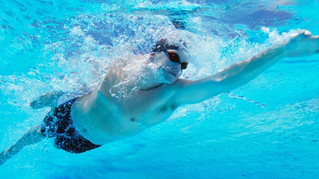 Bơi lội thường xuyên để cải thiện sức khỏe cũng như sinh lý