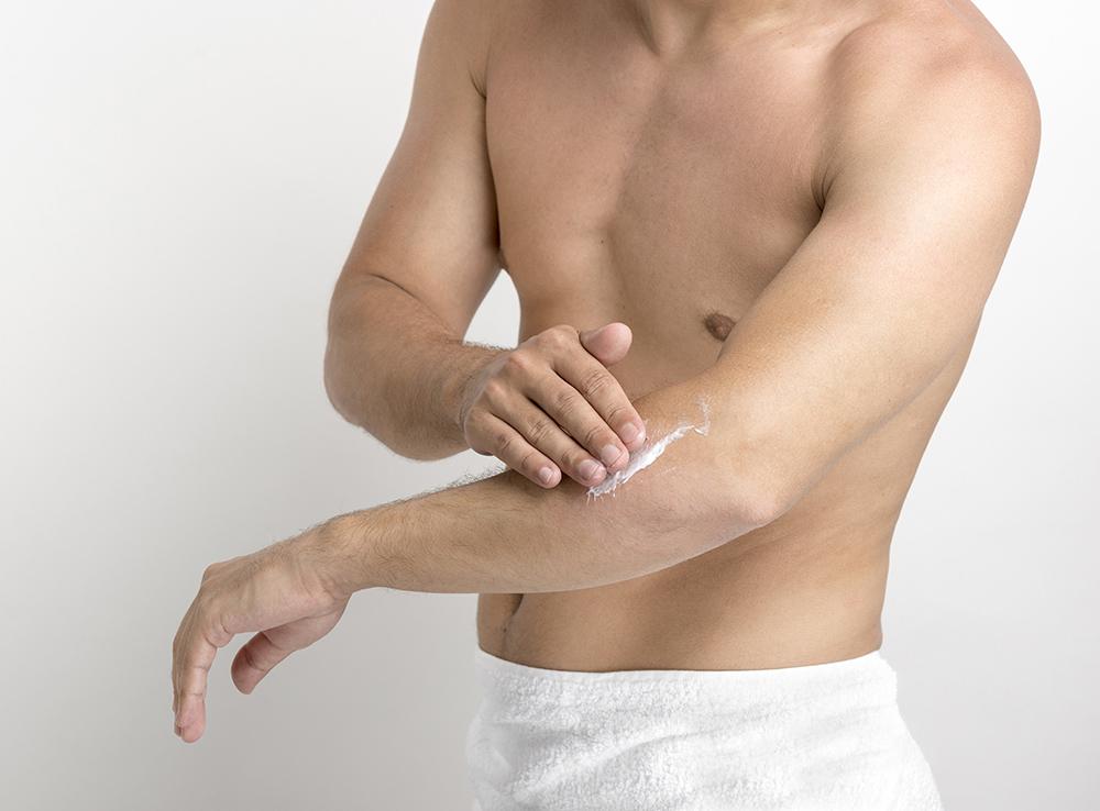 Sản phẩm chăm sóc da cũng là nguyên nhân gây mụn ngực
