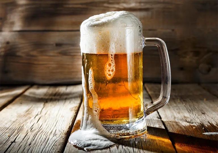 Không nên uống rượu bia trước khi quan hệ