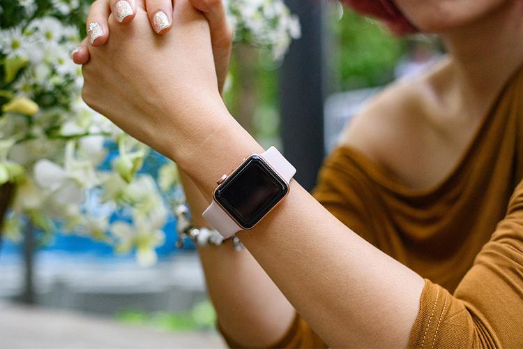 Đồng hồ đeo lên tay vô cùng sang trọng