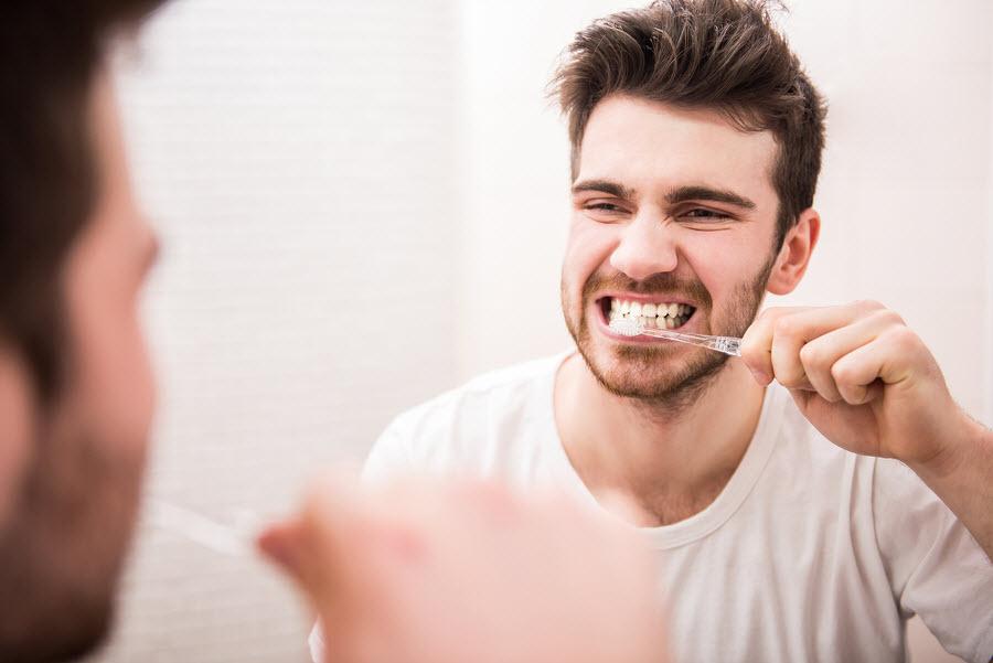 Ngăn ngừa hôi miệng bằng cách đánh răng thường xuyên