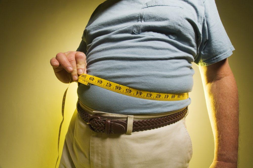 Một trong những triệu chứng đó là béo phì, bụng to ra, ngực vú xệ xuống, lượng mỡ trong cơ thể tăng.