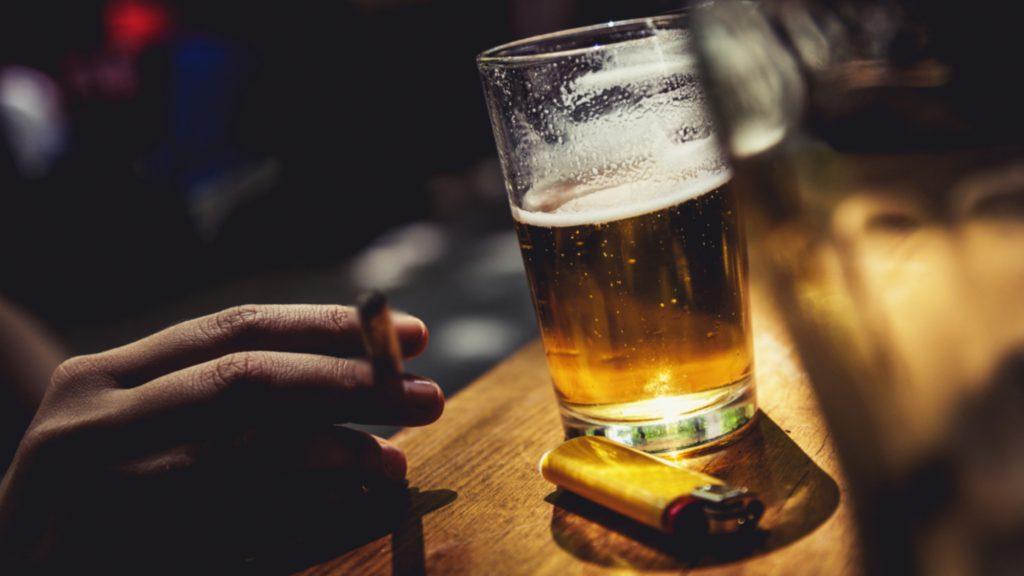 Sử dụng rượu bia thường xuyên ảnh hưởng đến sức khỏe sinh lý của nam giới