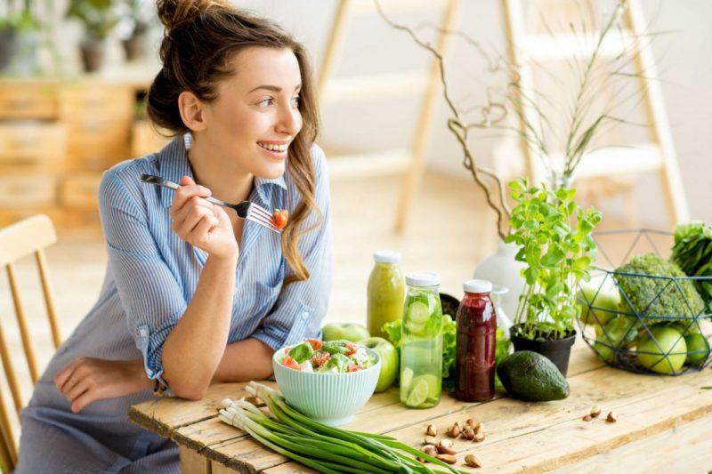 Phụ nữ thích ăn và ăn chậm