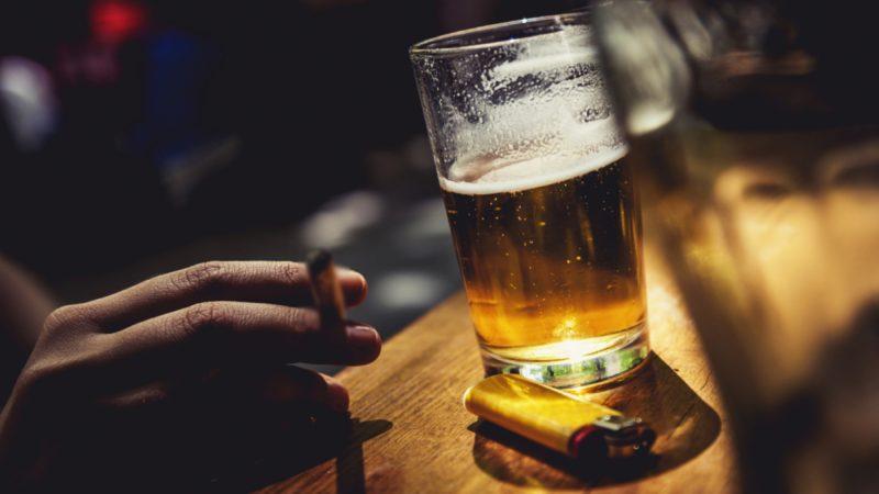 Từ bỏ thói quen hút thuốc lá, uống rượu bia để tinh trùng khỏe mạnh hơn