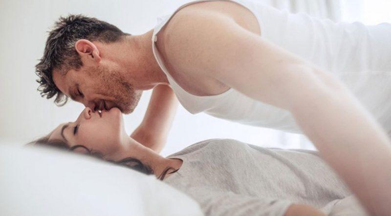 Khi yêu thật lòng, người đàn ông sẽ hôn bạn cuồng nhiệt trong lúc làm chuyện ấy