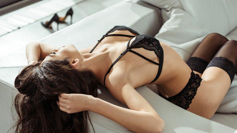 Nàng thường xuyên thủ dâm khi vắng bạn hoặc chưa đủ thỏa mãn