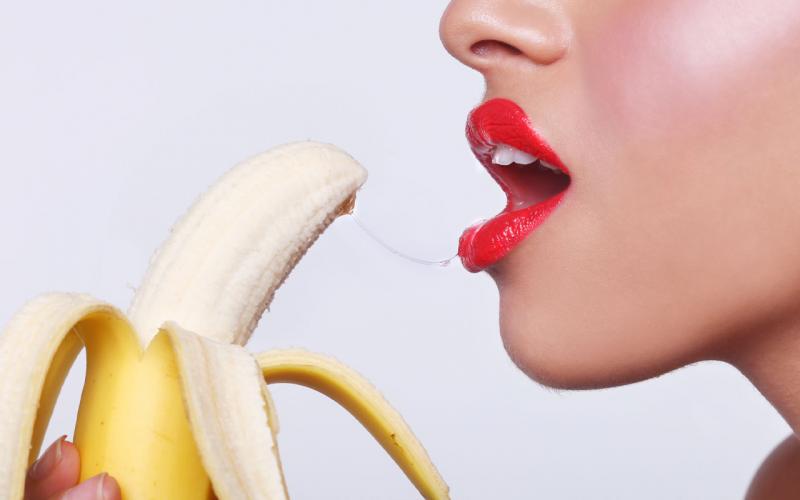 Bạn có thể dụng gel bôi trơn khi quan hệ bằng miệng