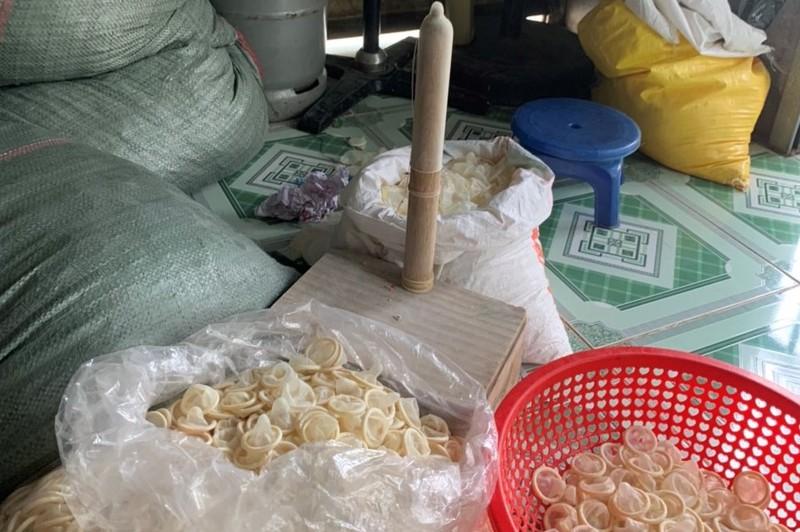 Hàng loạt bao cao su đã qua sử dụng đang được tái chế gây hoang mang cho dư luận