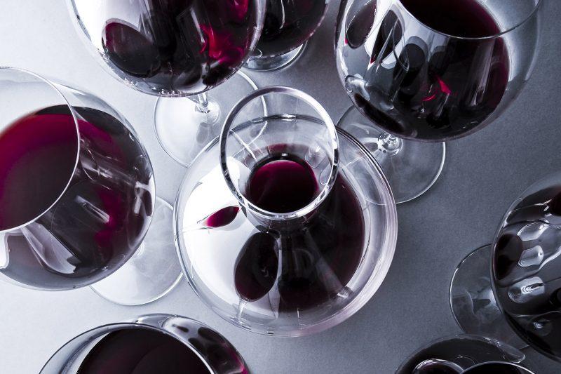 Một chút rượu vang sẽ giúp cả hai thêm hứng thú