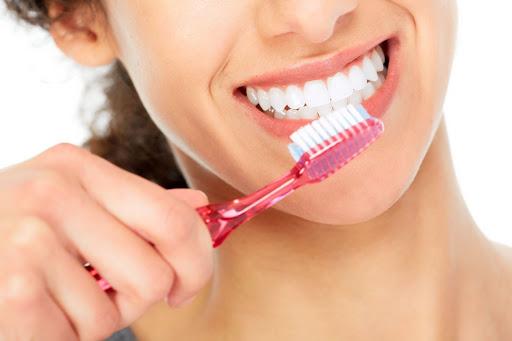 Vệ sinh răng miệng sạch sẽ trước khi Oral Sex