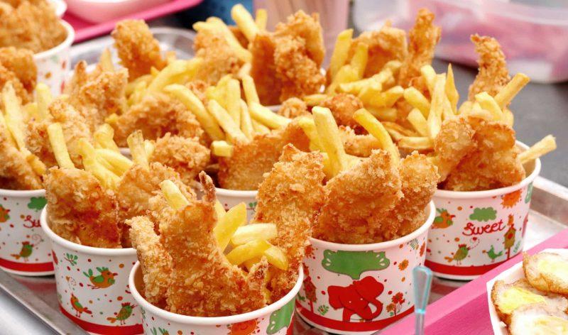 Ăn quá nhiều đồ ăn nhanh khiến bạn dễ bị tăng cân, béo phì