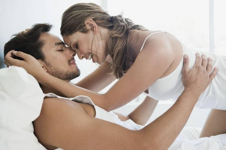 Giữ cấp độ kích thích vừa đủ hưng phấn sẽ giúp duy trì mức độ khoái cảm ở nam giới đợi bạn tình cùng lên đỉnh