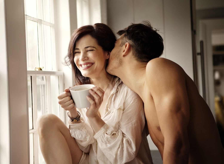 Phụ nữ thường ít thổ lộ khi có ham muốn chuyện ấy
