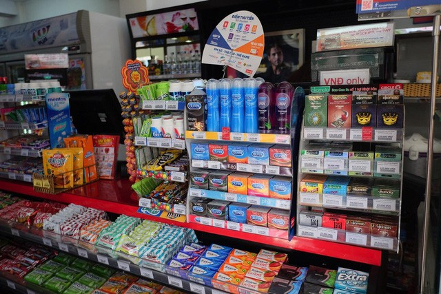 Bao cao su được bày bán nhiều tại các siêu thị, nhà thuốc, cửa hàng tiện lợi