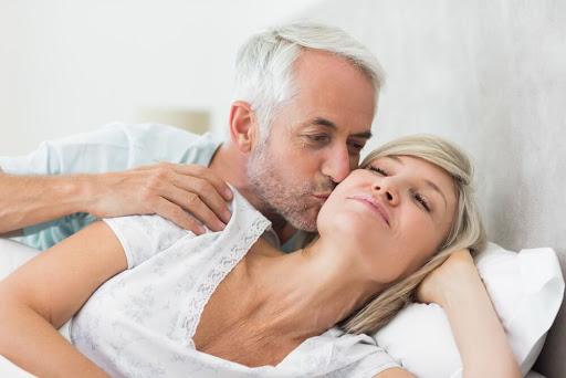 Làm tình đều đặn giúp tăng tuổi thọ ở nam giới