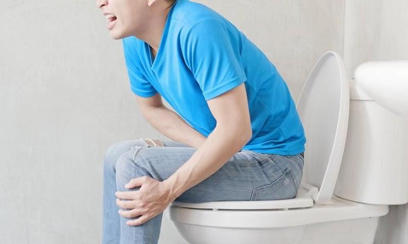 Tiểu buốt và đau rát chính là triệu chứng dễ nhận biết của bệnh