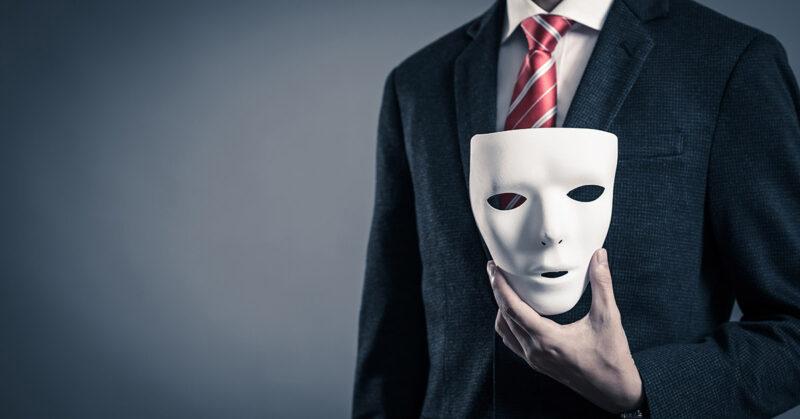 Những lựa chọn sai lầm khi đeo một chiếc mặt nạ