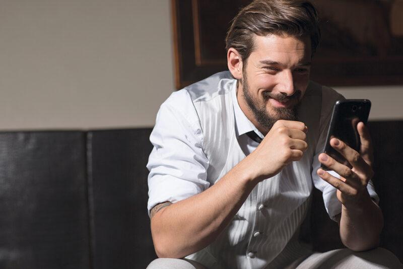 Trao đổi số điện thoại quá sớm cũng là một trong những sai lầm khi dùng ứng dụng hẹn hò