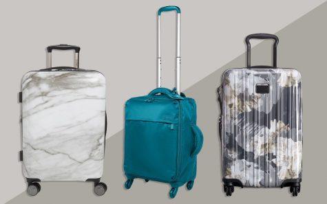 Lựa chọn và sắp xếp hành lý vào những vali màu nổi