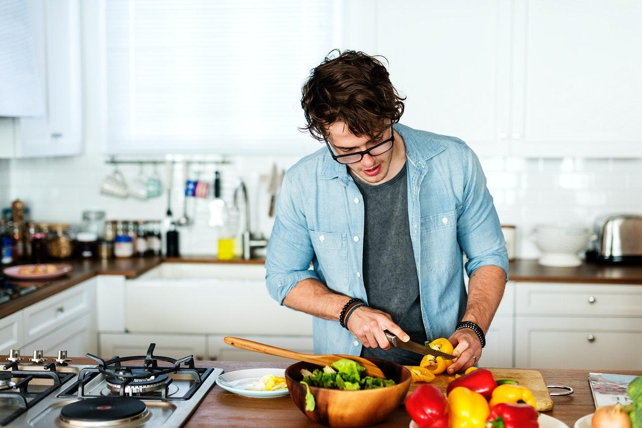 Học cách tiết kiệm bằng việc tự làm bữa trưa