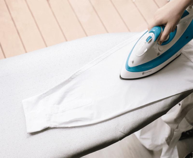 Cách ủi áo sơ mi này sẽ giúp đường nét áo sắc hơn