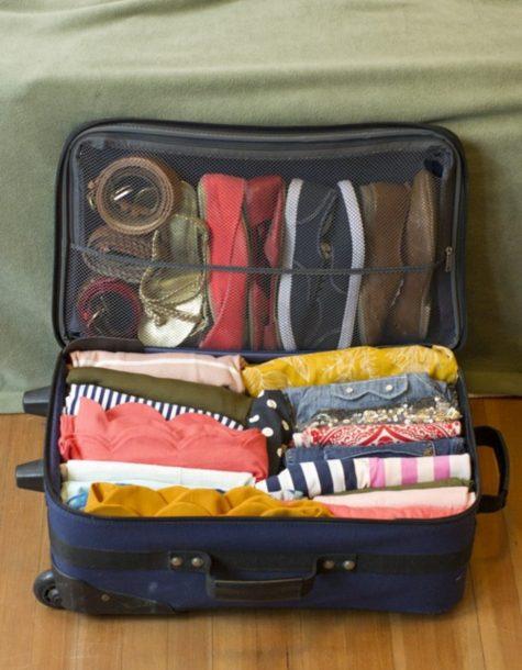 Quần áo nên được cuộn lại một cách gọn gàng