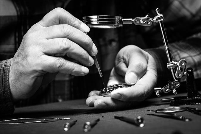 Những lưu ý khi chơi đồng hồ cao cấp - Bảo dưỡng đồng hồ đeo tay