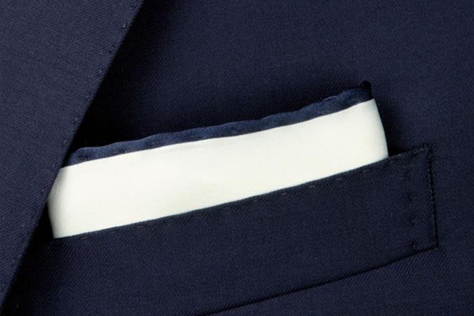 Cách gấp khăn túi áo vest hình vuông