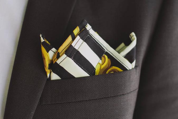 Gấp khăn túi áo vest tam đỉnh (three-point)