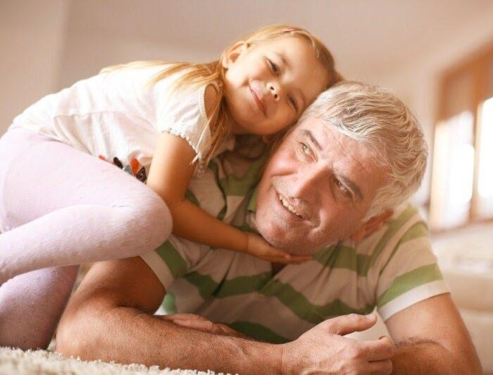 Đàn ông 60 tuổi có nên sinh con hay không? Những điều lưu ý