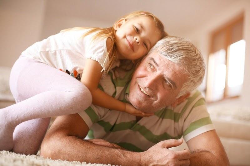 Rất nhiều người băn khoăn liệu nam giới 60 tuổi có nên sinh con hay không?