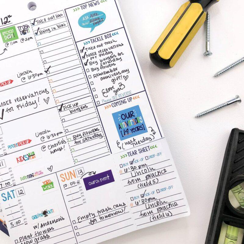 Sở hữu cuốn sổ planner và ghi vào đó tất cả những lịch trình quan trọng để sử dụng thời gian hợp lý. Ảnh: Denise Albright