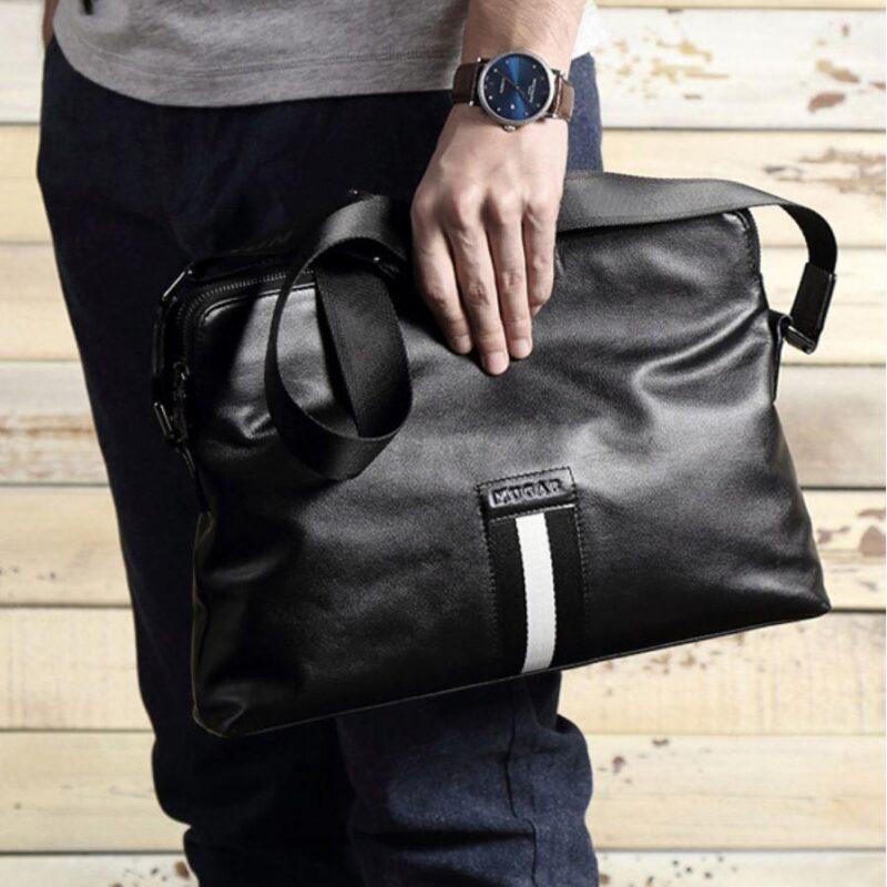Màu sắc là thứ thường bị bỏ qua khi chọn mua một chiếc túi xách nam. Nguồn ảnh: TheIdleman