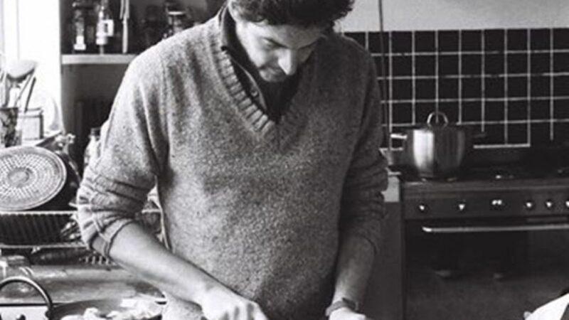 Kỹ năng sống của quý ông khi vào bếp giúp họ quyến rũ hơn.