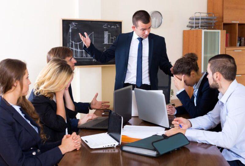 """Những sai lầm của người quản lý - Người quản lý """"vắt chày"""" nhân viên"""