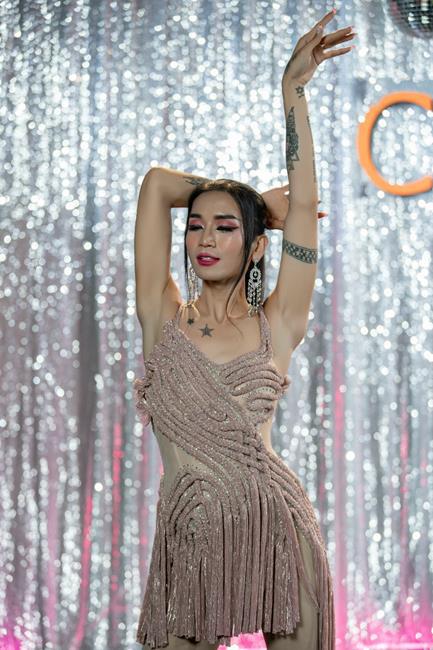 """BB Trần """"đổ máu"""" vì nhảy sung với MV """"Chịu thì chịu không chịu thì chịu"""""""