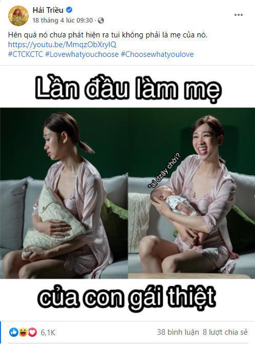 Hải Triều khó khăn trong việc bế em bé, nhưng vẫn tươi lắm!