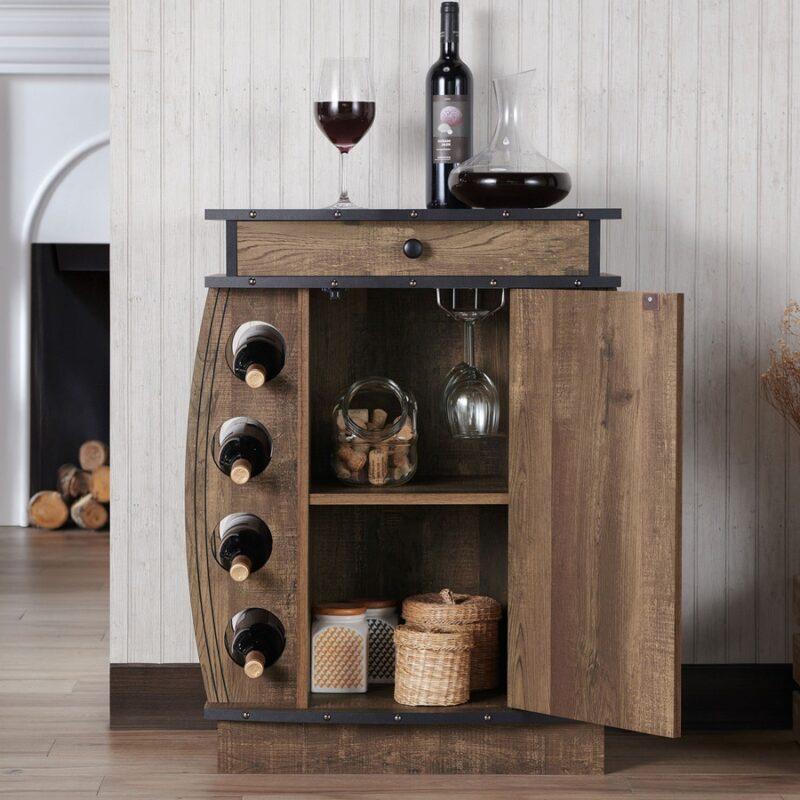 """Rượu và ly rượu là """"linh hồn"""" của một home bar. Nhưng một home bar hoàn hảo đòi hỏi nhiều hơn thế. Ảnh: Mansion Global"""