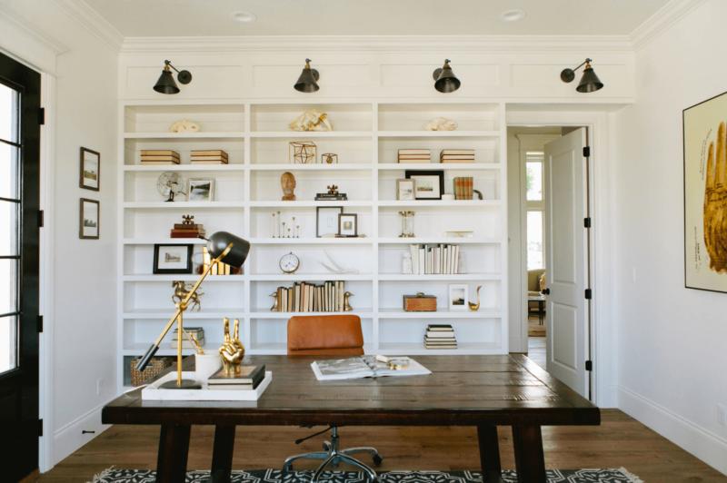 Những chiếc ngăn tủ, giá sách tại nơi làm việc giúp bạn dễ dàng hơn khi tìm kiếm tài liệu. Ảnh: tvambienti