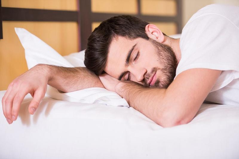 Rò rỉ tinh dịch do mộng tinh khi ngủ